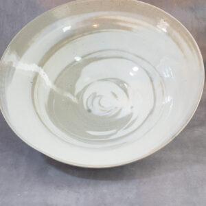 טלי - צלחת לבן עם כתמים אפורים