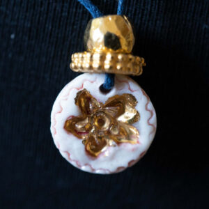 תליון פרח זהב